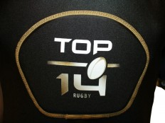 Epauliere rugby Top 14 Atomic Gilbert noir or